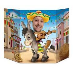 SELFIE Decor Mexicaans -  Een feestdecoratie om alle gasten een prachtige herinnering mee te geven. Zet dit decorstuk op tafel, ga er achter staan en maak een foto. Het resultaat? Een prachtige foto waar nog lang om gelachen zal worden! Afmeting: 92 x 62cm. | www.feestartikelen.nl
