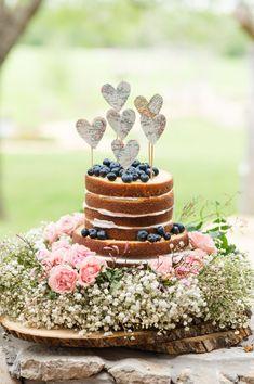 heart shaped map cake topper http://weddingwonderland.it/2016/02/15-decorazioni-forma-cuore.html