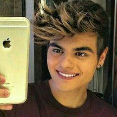 Abraham Mateo is a perfect boy, with a perfect smile Un chico con una sonrisa perfecta Un ragazzo perfetto con un sorriso perfetto  https://twitter.com/Abraham_Italia?s=09