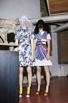 Na coleção de pré primavera-verão 2017 da Emilio Pucci,Massimo Giorgettiolha pros arquivos da grife e... Mais