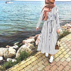 ̅̅̅̅-̅̅̅̅ ꕤ Robe Longue Rayer Magnifique et parfaite pour l'été Le modèle porte une taille 38 et mesure 1m73 Tissue très…