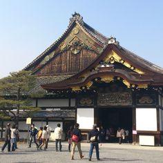 二条城 (Nijo Castle) 541 Nijojo-cho, Nijo-dori, Horikawa Nishi iru, Nakagyo-ku 8:45-5 PM (last entry at 4 PM) 600Y
