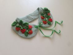 Collar for young lady years), made of viscose (dry felting), raspberry made of wool. Will decorate any girls outfit. Velvet ribbon tie makes it easy to put on and take off the collar Hand Embroidery Videos, Embroidery On Clothes, Hand Embroidery Patterns, Sewing Patterns, Flower Embroidery Designs, Creative Embroidery, Sewing Collars, Brazilian Embroidery, Collar Designs