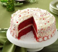 Peppermint Red Velvet Cake - butter - sugar - 2 eggs - sour cream - white vinegar - cake flour - baking cocoa - buttermilk - cream cheese - peppermint extract - powdered sugar - crushed peppermint candies - whole peppermint candies Food Cakes, Cupcake Cakes, Wilton Cakes, Elegant Desserts, Just Desserts, Holiday Baking, Christmas Baking, Red Velvet Recipes, Velvet Cake