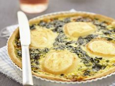 Quiche Au Brocoli, Whole Food Recipes, Cooking Recipes, Veggie Heaven, Quiche Recipes, Sweet And Salty, Empanadas, Food And Drink, Cheese