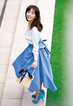 この春ブームの長め丈スカートは、Sサイズさんにはハードルが上がるアイテム。そこで、Sサイズさんでも確実にスタイルアップできる長め丈スカートをご紹介します。(モデル:田中みな実さん)