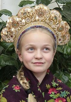 Pochyolok, a festive headdress of a young girl from Shenkursk Region, Arkhangelsk Province, Russia. Modern work according to the fashion of the 19th century. #Russian #folk #costume
