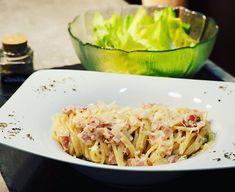 Allerdings haben unsere Carbonara nichts mit dem italienischen Klassiker zu tun. Wir mögen sie so einfach lieber. Für unsere schnellen Carbonara Zwiebel mit etwas Knoblauch anrösten, Schinken oder auch Speck dazu geben, mit Obers aufgießen & würzen (Salz, Pfeffer, ev. Basilikum oder andere Kräuter). Kurz aufkochen lassen, gekochte Spaghetti hinzufügen & gut mit der Saucen... Weiterlesen Der Beitrag Spaghetti Carbonara erschien zuerst auf waskochen.at. Spaghetti, Ethnic Recipes, Food, Hams, Basil, Onions, Garlic, Italy, Easy Meals