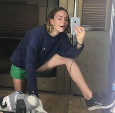 Casey Newton, Casey Atypical, Pretty People, Beautiful People, Brigette Lundy Paine, Anatomy Poses, Short Brown Hair, Celebs, Celebrities