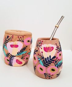 MATES PHOENIX - - Comprar en JUANITA LAPRIDA Pebble Painting, Pottery Painting, Ceramic Painting, Sun Projects, Diy Art Projects, Painted Clay Pots, Hand Painted, Cement Art, Recycle Cans