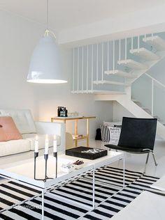 #Sala com #mesinhas brancas, menos é mais. www.souzaafonso.com