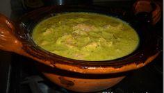 Mole verde sencillito y delicioso. Receta Best Mexican Recipes, Ethnic Recipes, Mexican Mole Sauce, Yummy Eats, Yummy Food, Real Mexican Food, Verde Recipe, Food Website, Latin Food