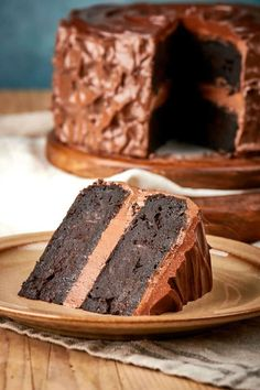 The BEST Keto Chocolate Zucchini Cake made with no sugar, no grains and no flour! Ultra moist, this low carb chocolate zucchini cake can easily be made vegan and flourless. Low Carb Sweets, Healthy Sweets, Low Carb Desserts, Vegan Desserts, Delicious Desserts, Healthier Desserts, Low Carb Chocolate, Healthy Chocolate, Chocolate Recipes