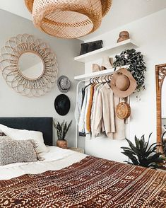 Restyling of the bedroom Et voilà there is the restyling result of sleep . - Innenarchitektur Wohnzimmer - Shelves in Bedroom Bohemian Bedroom Design, Bedroom Inspo, Home Bedroom, Interior Design Living Room, Bedroom Designs, Bedroom Ideas, Bohemian Decor, Modern Bedroom, Bohemian House