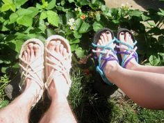 How to Make Rope Sandals Diy Barefoot Sandals, Rope Sandals, Bare Foot Sandals, Flip Flop Sandals, How To Make Rope, How To Make Shoes, Diy Leather Sandals, Pirate Garb, Diy Clothes Design
