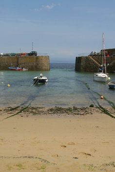 HARBOUR ENTRANCE AND BEACH   Mousehole, Cornwall     ✫ღ⊰n