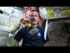 La cuisine spatiale de Chris Hadfield - YouTube