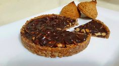 פאי בוטנים הבסיס עשוי מעוגיות בוטנים קנויות של פסח , בוטנים ושוקולד ללא אפיה קל וטעים להכנה   חומרים תבנית קוטר 20 :  4-5 עוגיות ב...