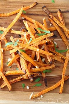 Garlic Sweet Potato Fries (baked!) - tinaschic.com