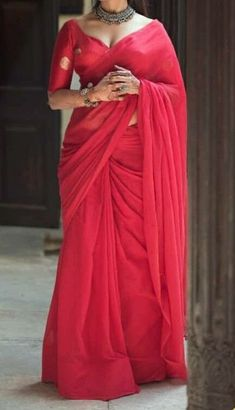 The best red saree collection! Indian Fashion Dresses, Dress Indian Style, Indian Designer Outfits, Saree Blouse Neck Designs, Fancy Blouse Designs, Indian Beauty Saree, Indian Sarees, Designer Saree Blouses, Saree Look