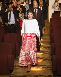 16 October 2017 - Queen Rania attends diploma presentation ceremony at the Queen Rania Teacher Academy in Amman - blouse by Tibi, skirt by Fendi, shoes by Dior Lace Skirt, Midi Skirt, Jordan Royal Family, Royal Look, Royal Style, Casual Outfits, Cute Outfits, Royal Clothing, Queen Rania