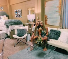 DIY Dorm Room Decor ideas cute dorm room before and after makeovers Cute ideas Style College Dorm Goals Make Room look bigger small spaces DIY ideas! Girls Dorm Room, Sorority Room, Room