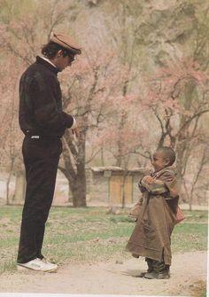 Imran ahmed Khan Niazi with a tibetan child Imran Khan Pakistan, Pakistan Zindabad, Pakistan Fashion, Imran Khan Singer, Imran Khan Wedding, Imran Khan Speech, Reham Khan, Classy People, The Legend Of Heroes