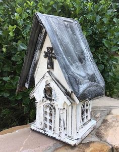 White Church Birdhouse attracts bluebirds, wrens, chickadees, and others. Rustic Bird House is sealed for durability, easy clean-out with free pole-mount flange Birdhouse Craft, Birdhouse Designs, Birdhouse Ideas, Unique Birdhouses, Bird House Plans, Bird House Kits, Rustic Style, Modern Rustic, Rustic White