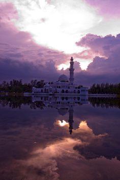 Floating Mosque / Tengku Tengah Zaharah, Malaysia