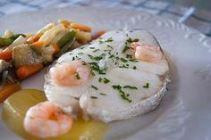 Merluza con verduritas al vino blanco | Recetas de pescado,Segundos platos,Microondas | Recetas Lékué