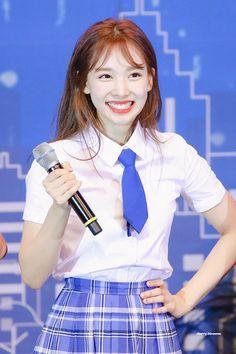 TWICE Nayeon at Pocari Festa event. She got her fans surprised with her beauty. Kpop Girl Groups, Korean Girl Groups, Kpop Girls, Sixteen, Sana Momo, Sweet Night, Nayeon Twice, Dahyun, Im Nayeon