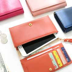 Smartphone Wallet that can fit larger phones too. Really sophisticated looking.