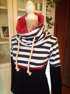 Like the lined collar Clothes Crafts, Sewing Clothes, Diy Fashion, Womens Fashion, Fashion Design, Cool Outfits, Casual Outfits, Diy Mode, Make Your Own Clothes