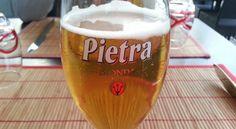 La birra corsa Pietra prende il nome da Pietraserena, il paese in cui è nato il suo fondatore. Ambrata, con 6°... #CorsicaVivilaAdesso