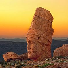 Mount Nemrut, in addition to its massive statues and mausoleums also presents one of the most stunning sunsets on earth, leaving all who visit a memory they'll never forget. // Photo by @hamityalcn #Turkey #MountNemrut