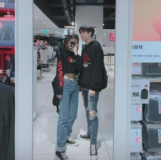 Couple Outfit ulzzang Would you rather wear couple outfit 1 or 2 Would you rather wear couple outfit 1 or 2 Matching Couple Outfits, Matching Couples, Cute Couples, Korean Couple, Couple Aesthetic, Aesthetic Clothes, Aesthetic Hair, Couple Ulzzang, Ripped Jeans Style