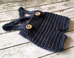 Ähnliche Artikel wie Häkeln Baby Shorts/Hose mit Hosenträger - Windel in Stonewash Neugeborene bis 6 Monate Größe-MADE TO ORDER auf Etsy