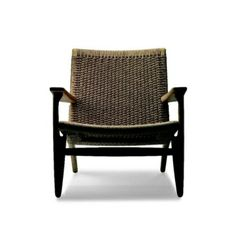 Carl Hansen & Son Easy Chair - CH 25 is Wegner's only chair with rope seat and rope back. The easy chair CH 25 was among the first four chairs Wegner designed for Carl Hansen & Son . Danish Furniture, Scandinavian Furniture, Modern Furniture, Furniture Design, Smart Furniture, Danish Chair, Furniture Chairs, Mint Room, Danish Design Store