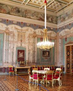 Classical Interior Design, Munich, Salons, Wall Decor, King, Queen, Instagram, Style, Wall Hanging Decor