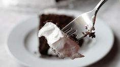 Make this quick and easy Seven Minute Frosting to go on top of your next Chocolate Cake! No more can frostings with this easy recipe! Weight Watchers Cupcakes, Cupcake Recipes, Cupcake Cakes, Seven Minute Frosting, Desserts Around The World, Low Carb Cupcakes, A Food, Good Food, White Icing