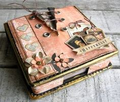 scrapbook album cover, made by Pia Bau Cigar Box Art, Cigar Box Crafts, Mini Albums, Mini Scrapbook Albums, Altered Cigar Boxes, Graphic 45, Album Book, Handmade Books, Crafty Craft