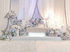 Wedding Stage Backdrop, Wedding Backdrop Design, Wedding Stage Design, Wedding Hall Decorations, Backdrop Decorations, Luxury Wedding Decor, Luxury Home Decor, White Flower Arrangements, Wedding Chairs
