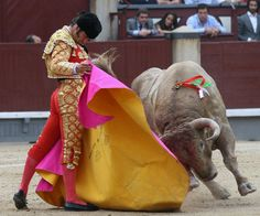 Para comenzar la semana, os dejamos esta fotografía de Morante de la Puebla. Así el lunes comienza mejor :) ¡Buenos días!