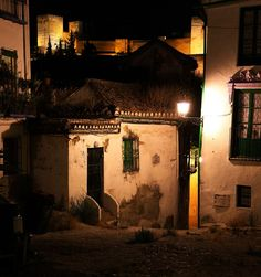 Rincón mágico de la noche granadina / Magic corner in the Granada's night Granada, Photography, Romantic Travel, Night, Cities, Viajes, Wedding, Photograph, Grenada