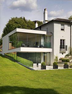O casă victoriană impecabil extinsă cu o construcție modernă, din oțel și sticlă