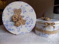 .: Caja azul con flores de saco