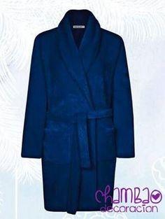"""Cuando llega el mal tiempo ellos también pasa #frío. En Chambao Decoración tenemos la solución """"#Batas de Sedalina para caballero"""". Disponible en otros colores."""