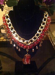 lindo collar de piedras naturales en jade y gotas de cristal checo y medalla de laja de agata costo $500