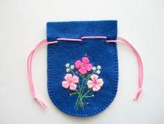 Blue Gift Bag Felt Jewelry Pouch with Hand door HandcraftedorVintage
