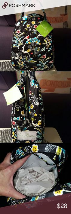 VERA BRADLEY LUNCH BAG Nwt.  In WINTER WONDERLAND PATTERN.   VERY roomy.   Plastic inside .  Has 1 pocket inside.  Outside zips completely shut and has a pocket on side for id. Vera Bradley Accessories